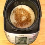 玄小麦を炊飯器に